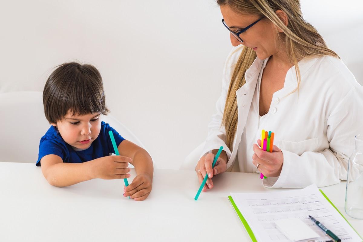 pomoce dla dzieci z autyzmem